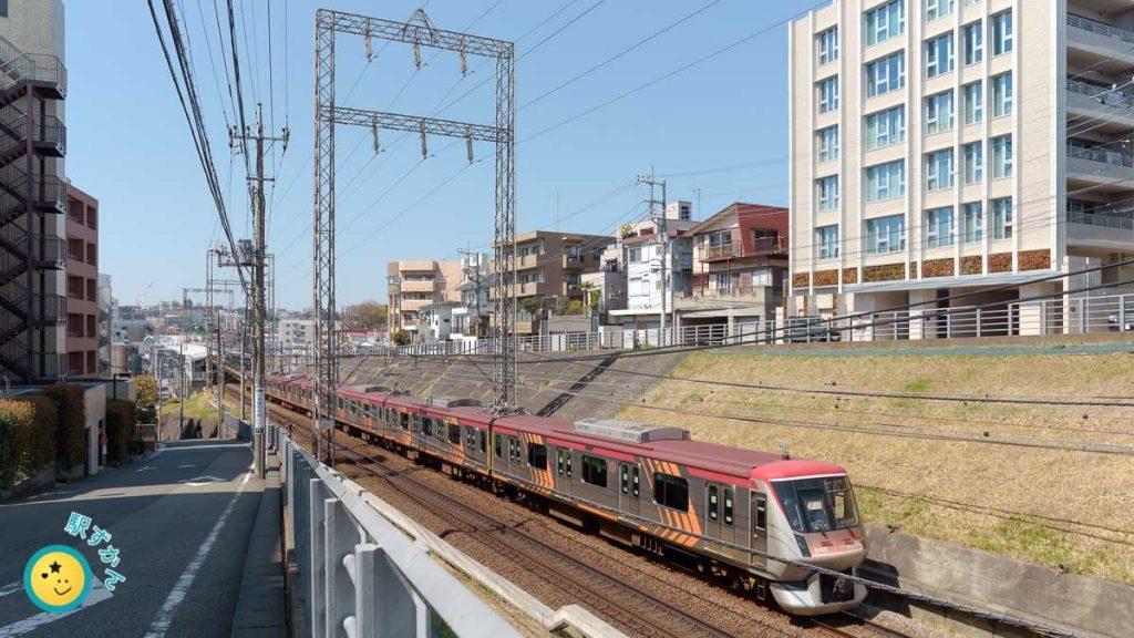 宮前平駅と電車