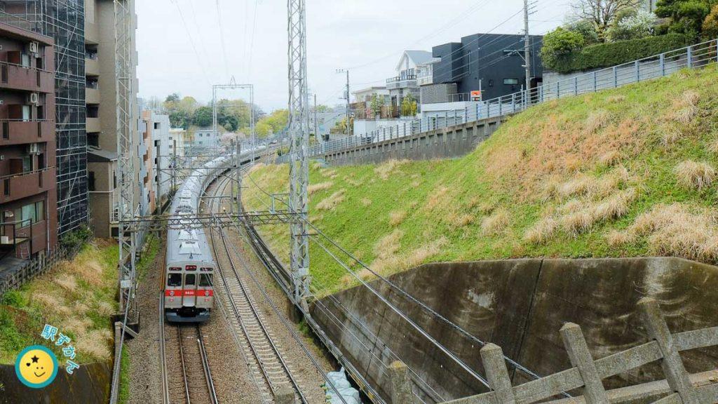 鷺沼駅発車の東急電鉄車両