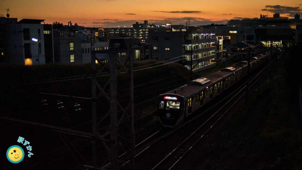 たまプラーザ駅着の電車と夕焼け