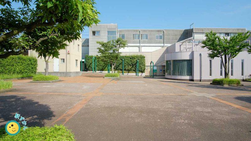 田奈駅舎と区民交流センター