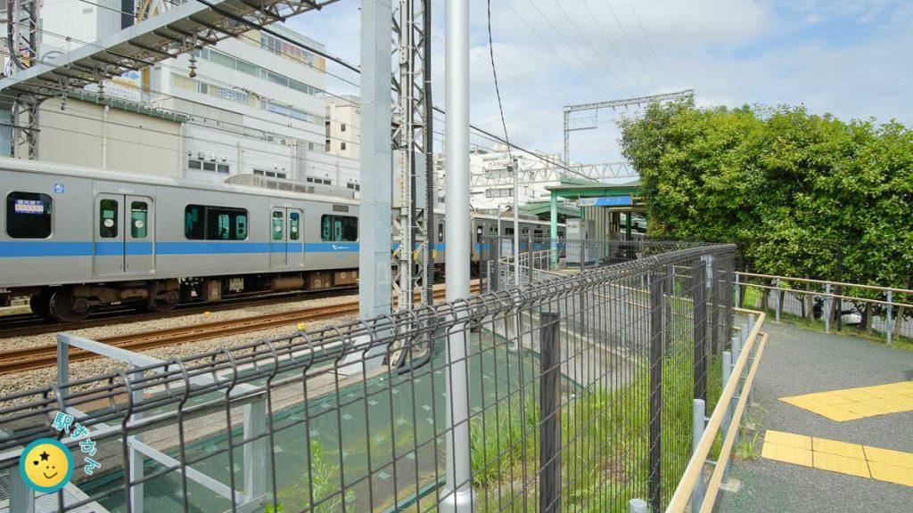 鶴川駅南口改札口