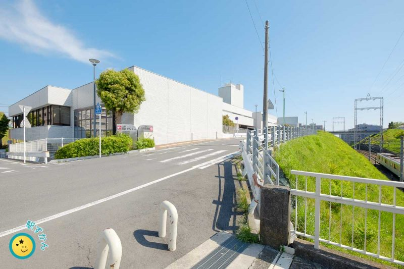 横浜市山内図書館西側と田園都市線