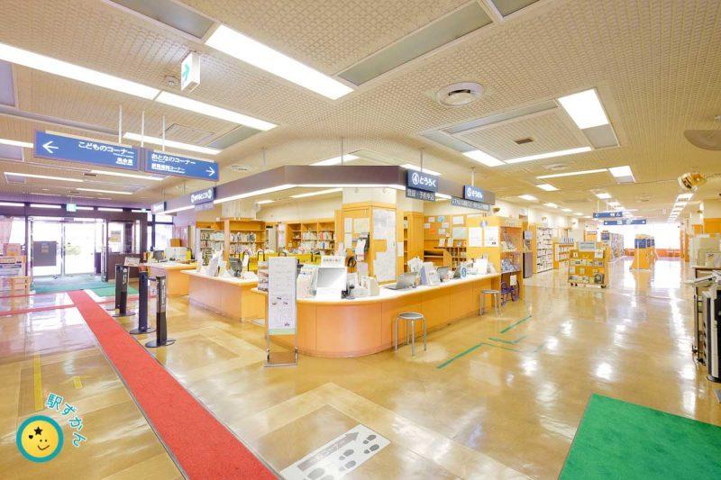 横浜市山内図書館受付